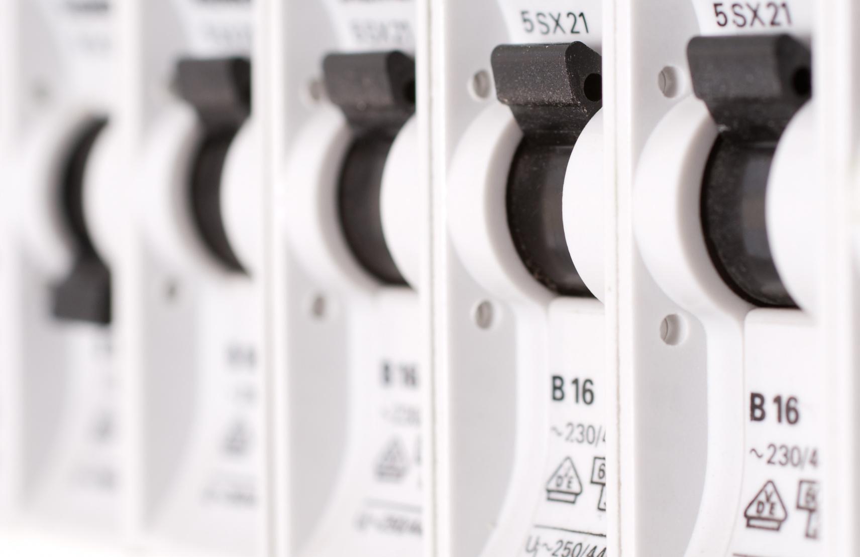 Changer un fusible la m thode tape par tape - Changer fusible disjoncteur ...