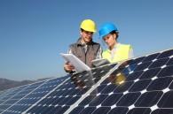 Artisans avec panneaux solaires