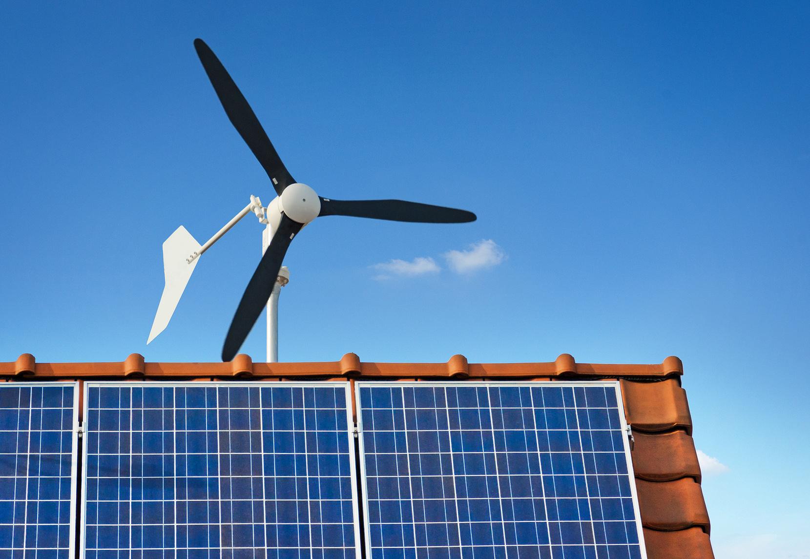 Éolienne sur le toit d'une maison